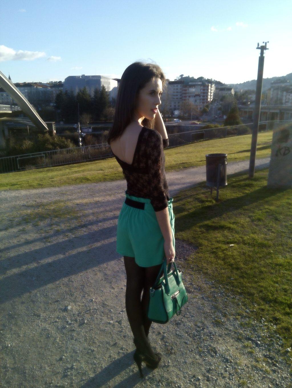 short verde espalda